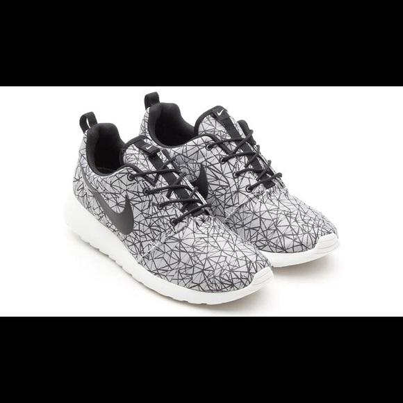 check out c36a5 008dc Nike Roshe Run Men s 10 gpx geometric grey black. M 5b14889d409c151e41772251